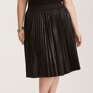 NWOT Torrid Black Faux Leather Pleated Skirt Sz 2